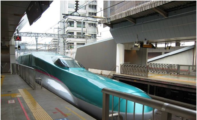 Image of a Shinkansen (bullet train) arriving at a station in Japan